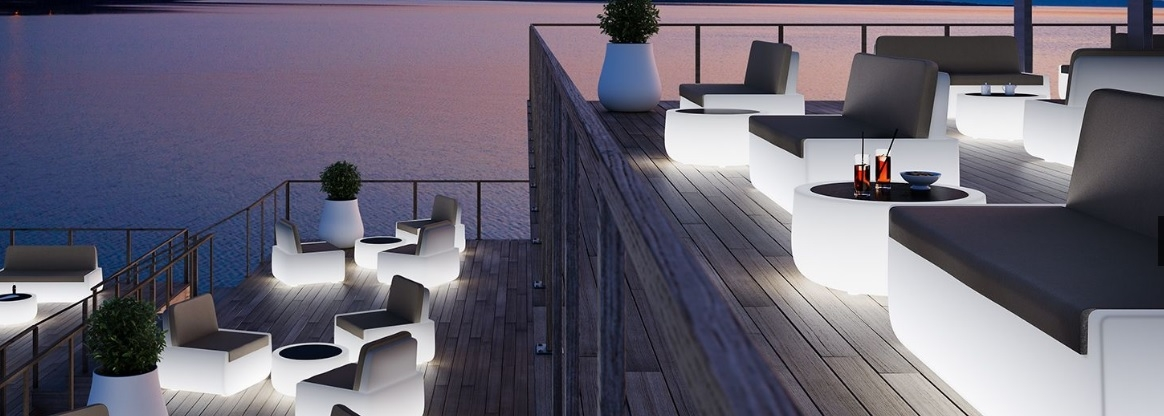 Svetleče pohištvo in svetlobni efekti