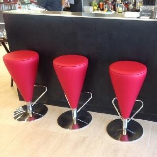 Oblazinjeni barski stoli
